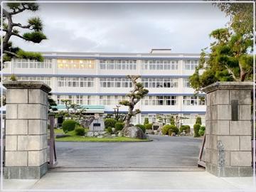 清水東高校の正門
