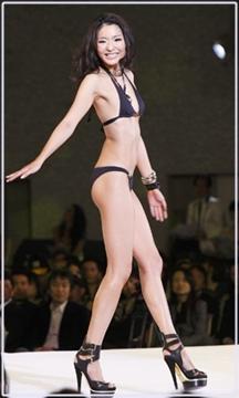 福田萌子ミスユニバースの水着姿